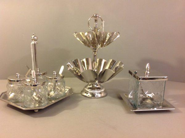 Hoff Interieur Vassoio metallo con 4 vasetti con coperchio e cucchiaini