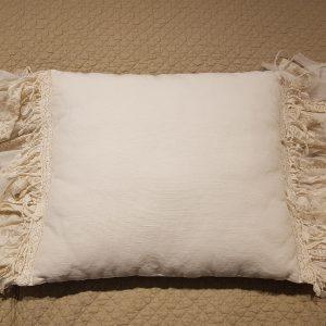 Cuscino misto lino con frangia tulle e lino e pizzoOpificio dei Sogni