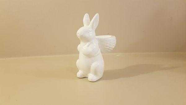 coniglietto bianco con cestino