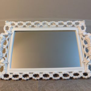 vassoio bianco con specchio