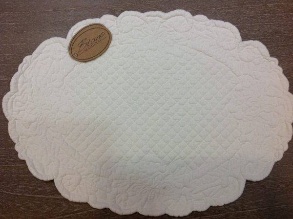 Blanc Mariclò Tovaglietta in boutis ovale bianco