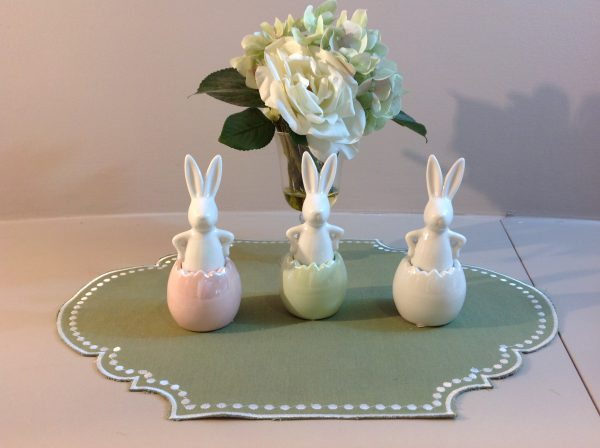 Uovo rosa con coniglietto