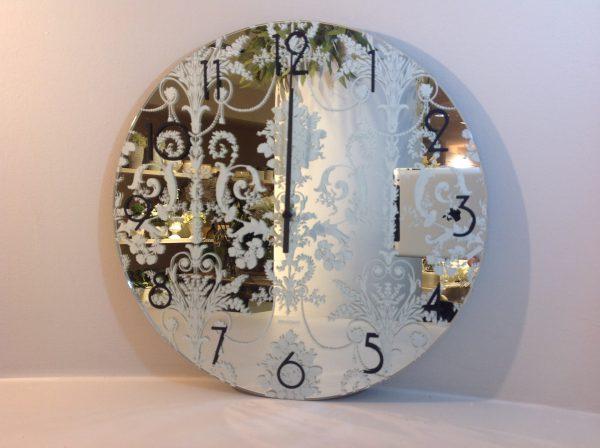 Brandani Orologio specchio con ricami bianchi