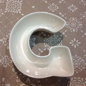 Brandani Lettera G in porcellana bianca