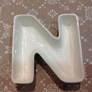 Brandani Lettera N in porcellana bianca