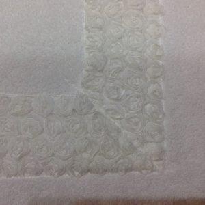 L'Atelier 17 Tappetino spugna bianco con roselline organza
