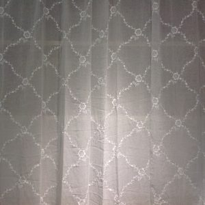 Van Deurs Danmark Tenda bianca cm. 200 x cm. 300 ricamata con ramages