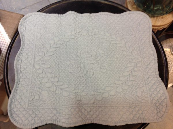 L'Atelier 17 Tovaglietta in boutis bianca con ricamo rose