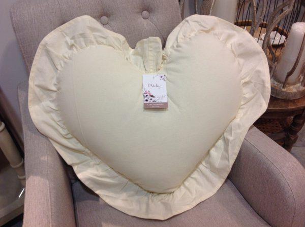 L'Atelier 17 Cuscino a cuore beige con frappe 50x55