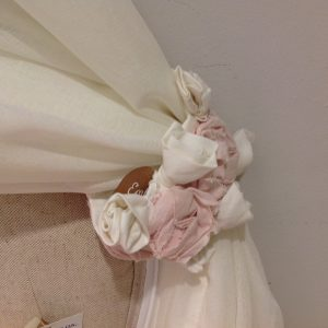 L'Atelier 17 Trapunta rosa con bordo con cuori di fiorellini in organza rosa