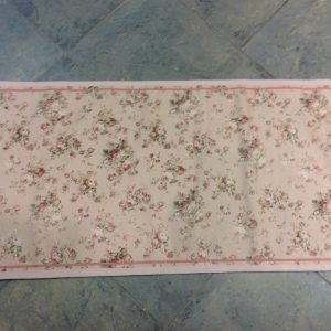 Blanc Mariclò Tappeto fondo rosa con roselline rosa