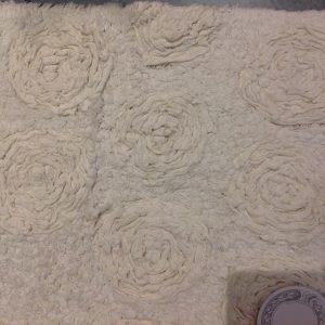 Blanc Mariclò Pedana tortora con rose 45 x 110 cm.
