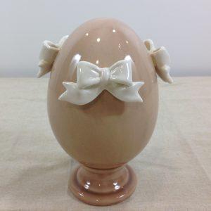 uovo beige scuro con fiocchi bianchi in porcellana