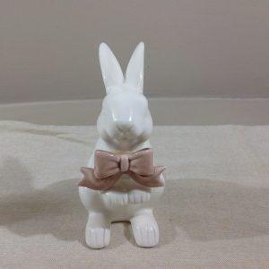 Coniglietto in porcellana bianca con fiocco rosa scuro