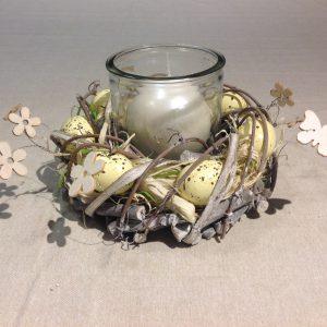 Porta candela con ghirlanda di uova gialline