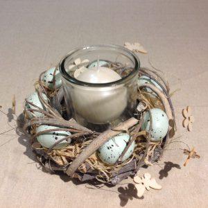Porta candela in vetro con ghirlanda di uova rosa
