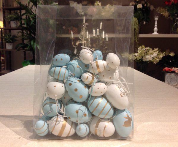 Scatola con 16 uova azzurre e bianche miste
