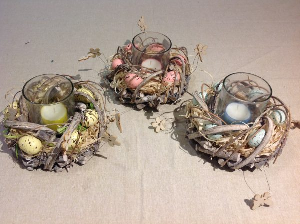 Porta candela con ghirlanda uova azzurre