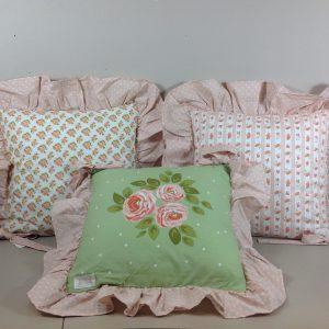 Nuvole di Stoffa Cuscino da sedia imbottito a fiorellini con frappa rosa pois bianchi Margaret
