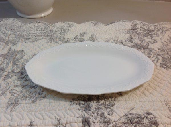 Chic Antique Piattino ovale in porcellana bianco latte