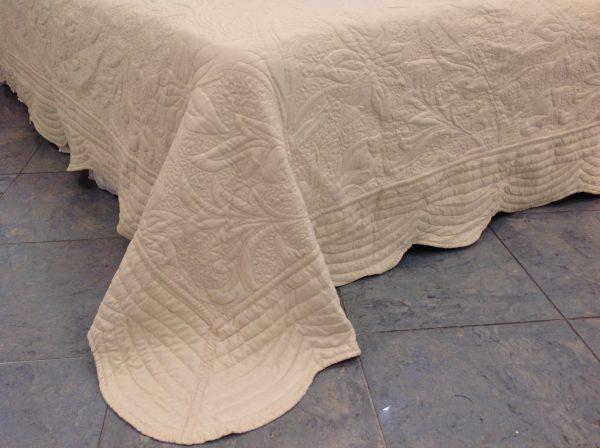 L'Atelier 17 Trapuntino matrimoniale Giglio beige chiaro con federe