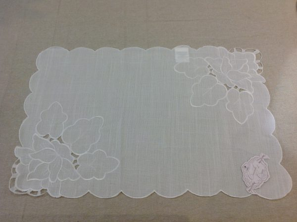 Coccole di Casa Set di 2 tovagliette bianche ricamate con intarsi