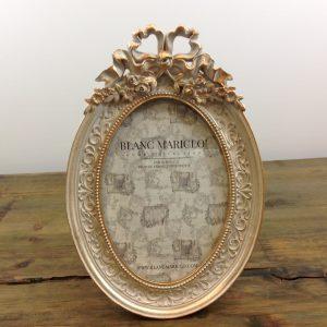 Blanc Mariclò Porta foto ovale panna decapata e oro con fregi e fiocco
