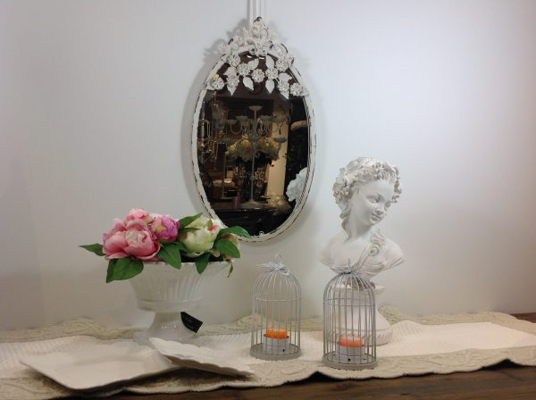 Chic Antique Specchio ovale in ferro bianco con fiori