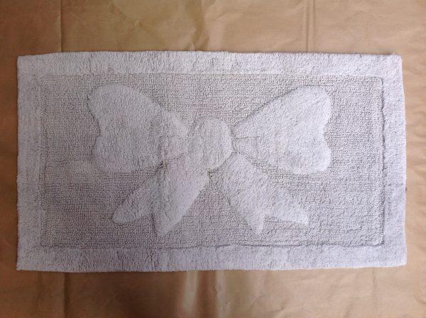 Tappetino grigio chiaro con fiocco 55x100