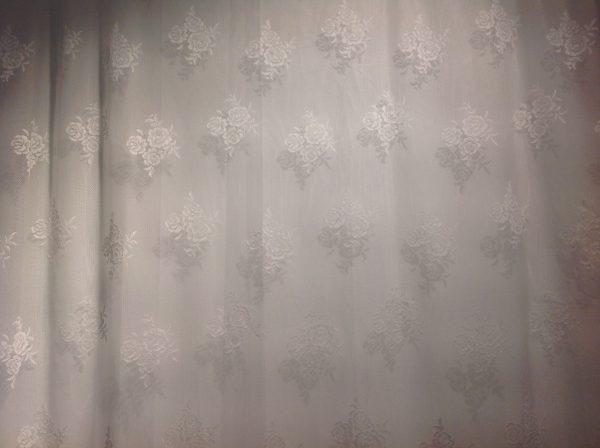 Blanc Mariclò tenda in pizzo poliestere bianca con rose